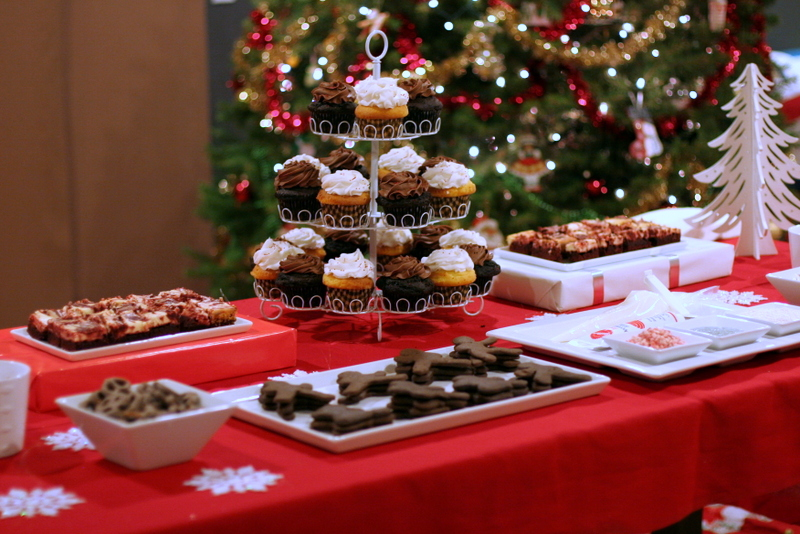 Cupcake Decorating Station Ideas : 2012 Holiday Party! Jackie Reeve